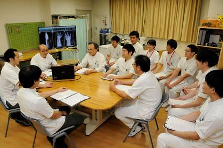 整形外科医師・理学療法士・作業療法士合同のカンファレンス